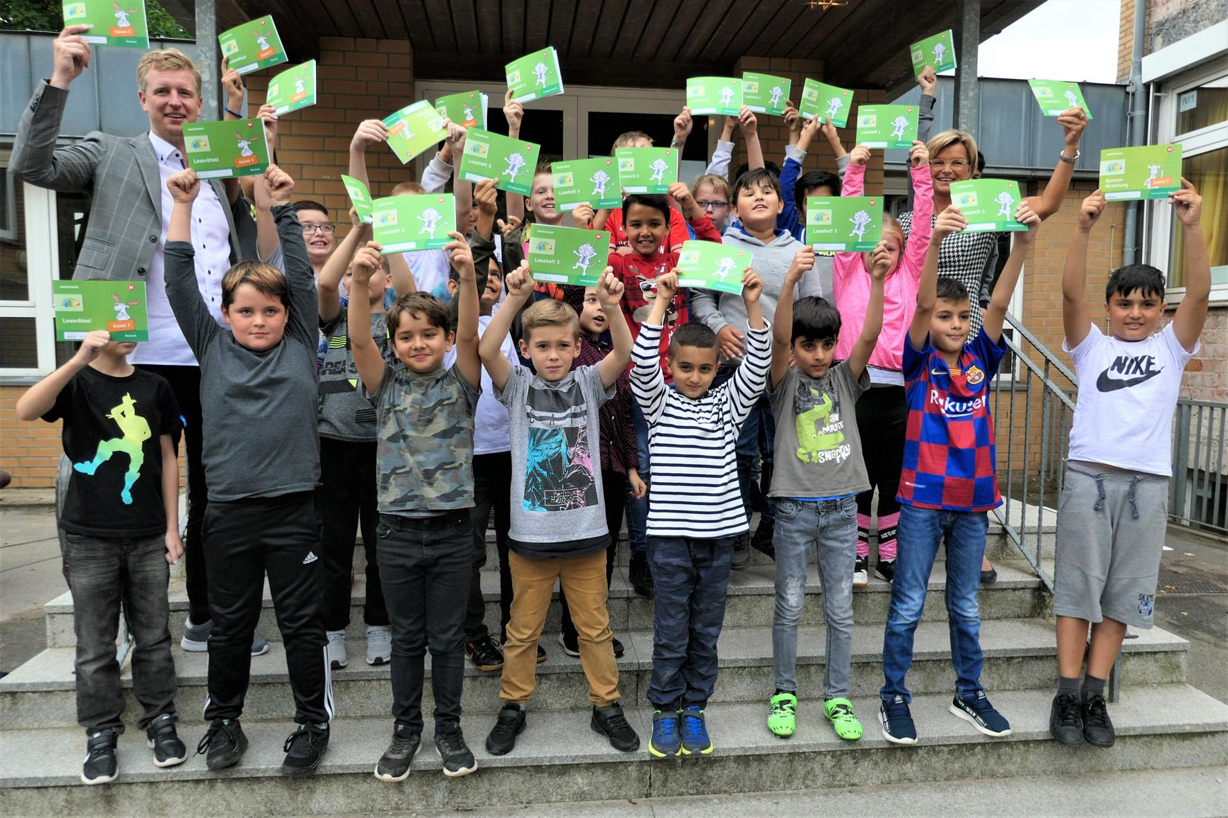 Kinder am Ball: Westermann Gruppe und Per Mertesacker Stiftung kooperieren für die Lernförderung